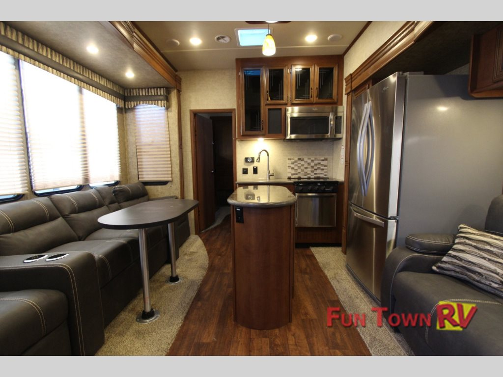 Forest River Sandpiper 380BH5 fifth wheel Interior