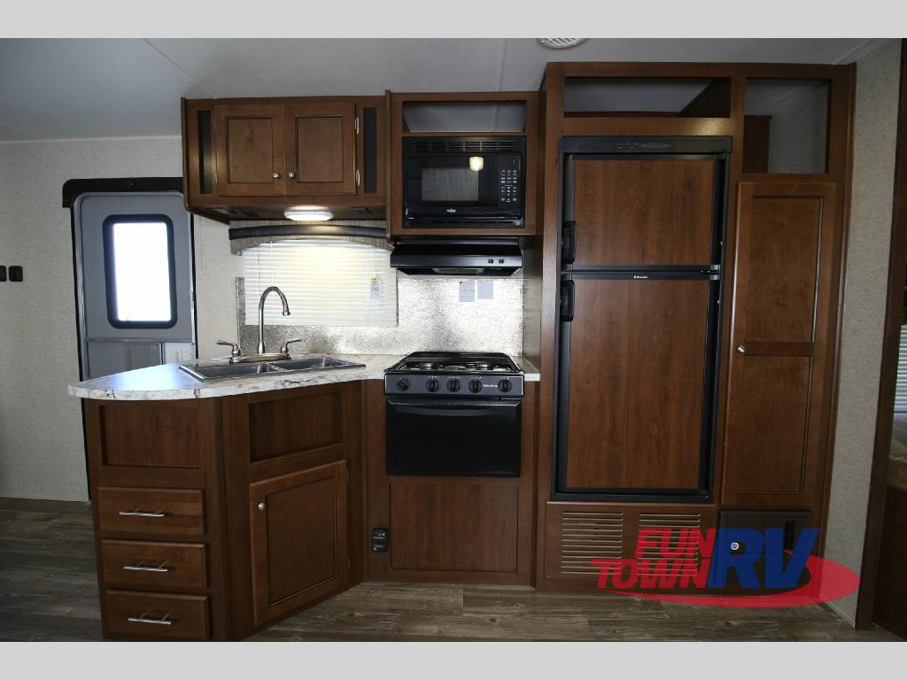 Heartland Trail Runner 27FQBS Travel Trailer Kitchen