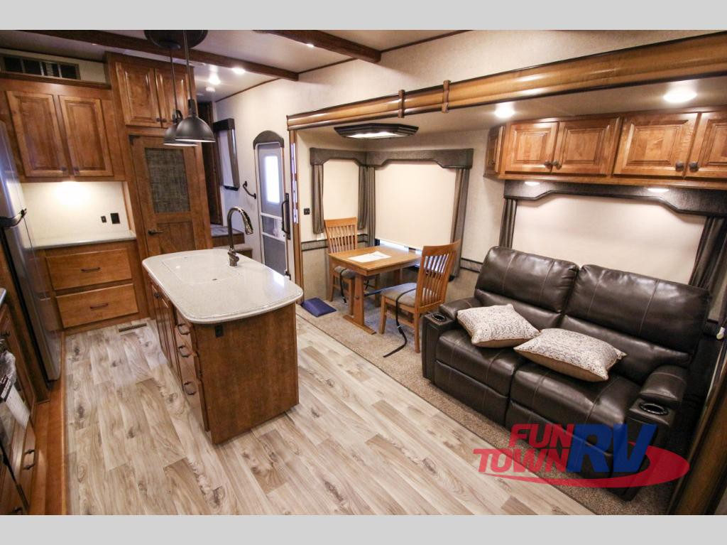 Cruiser RV South Fork Cameron Fifth Wheel Interior