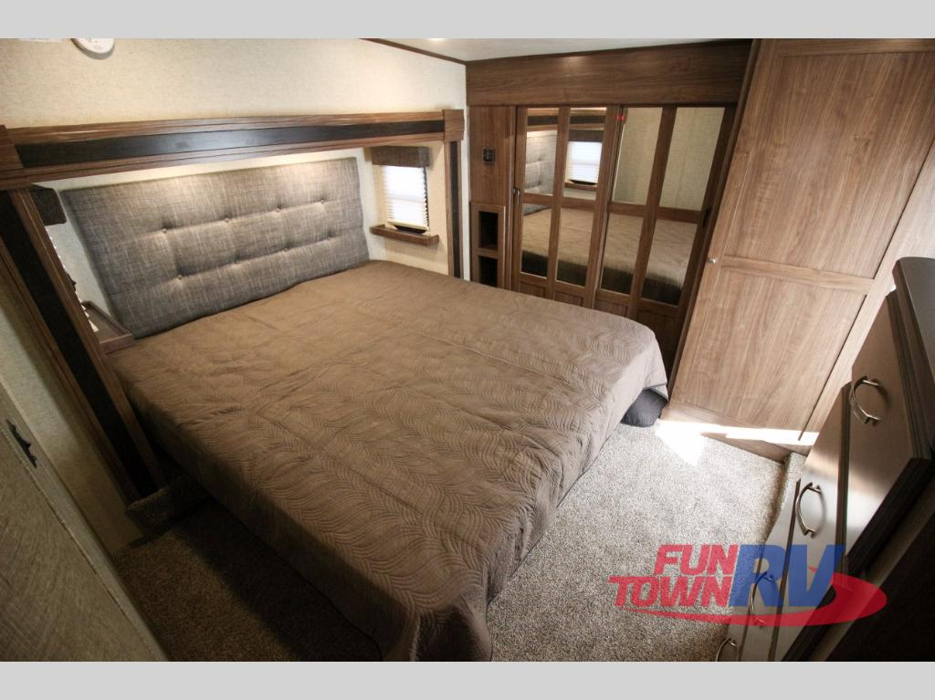 Heartland Elkridge Fifth Wheel Bedroom