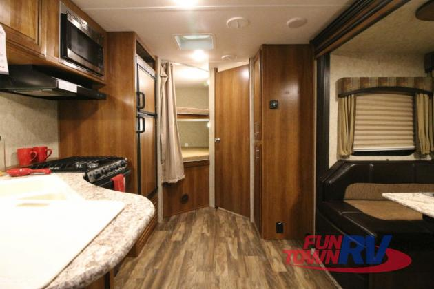 Prime Time Tracer Air Travel Trailer Bunkhouse