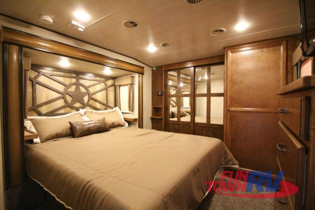 Cruiser South Fork Fifth Wheel Kitchen Bedroom