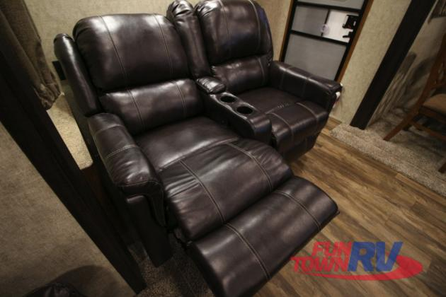 Prime Time Crusader Lite Fifth Wheel Seating