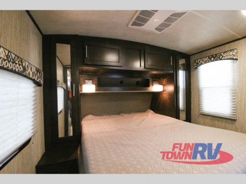 Fun Finder Xtreme lite 27IK Travel Trailer Bedroom