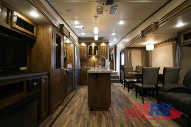 Shasta Phoenix Fifth Wheel Interior